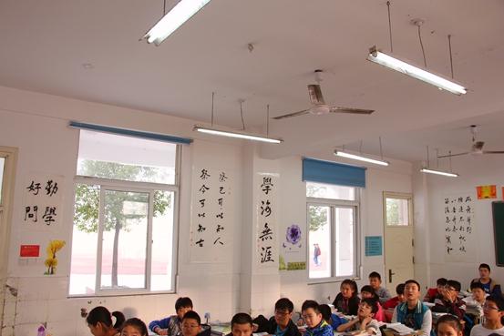 初中教室布置设计图片图书角